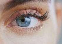 Grow Eyelashes With Natural Products